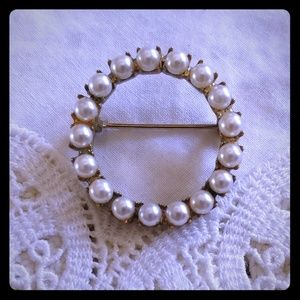 Classic eternity pearl brooch pin